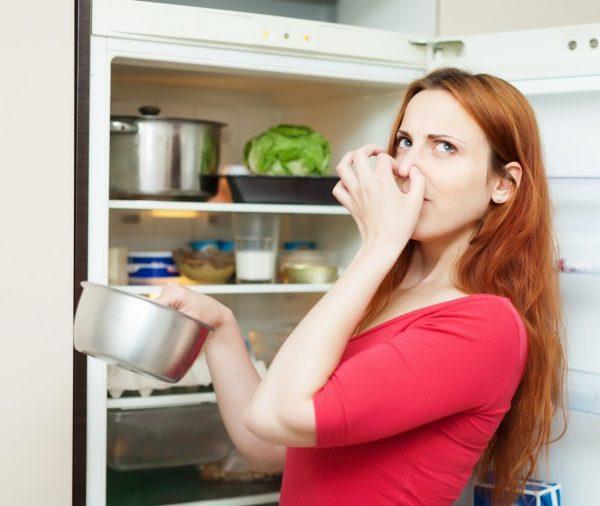 بوی بد یخچال با جوش شیرین