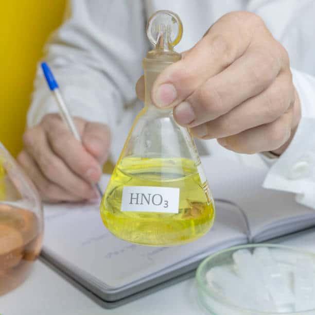 اسید نیتریک زرد رنگ